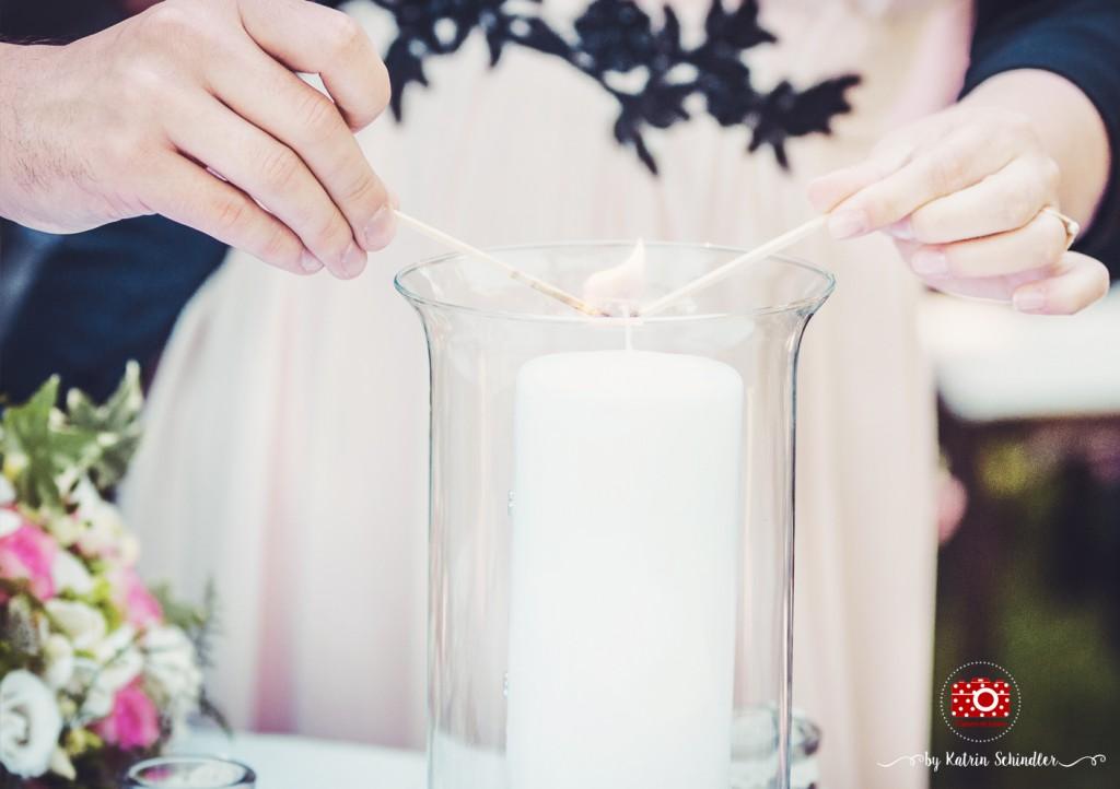 Anzünden der Hochzeitskerze während der freien Trauung
